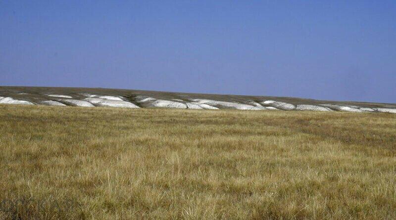 Троицкие меловые горы простираются на многие километры вдоль балки Акбулак